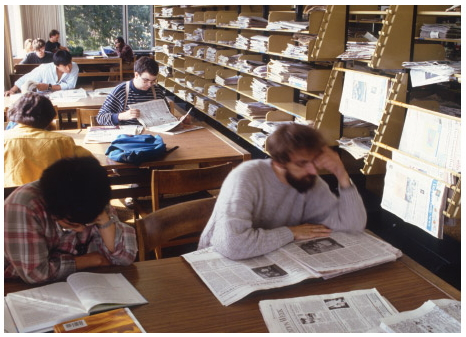 Students in the Alden newsprint section of the fourth floor, 1995