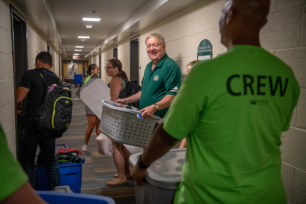 OHIO President M. Duane Nellis helps a student move into Jefferson Hall. Photo by Ben Siegel