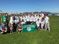 Robert Gibson, BSH '03 and Jennifer Young, BBA '04, holding the flag, organize the annual Bobcats by the Bay 5k in San Francisco to raise funds for cancer research.