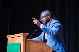 Al Letson speaks about when it's right to walk away or talk through a tough conversation at his Challenging Dialogues lecture.