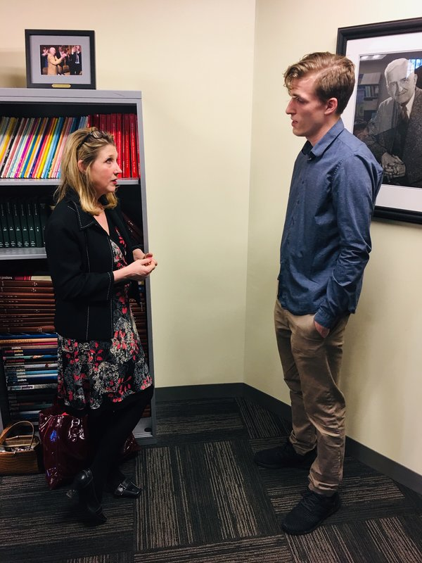 A Kiplinger Fellow meets with an OHIO student. Photo by Robert Stewart